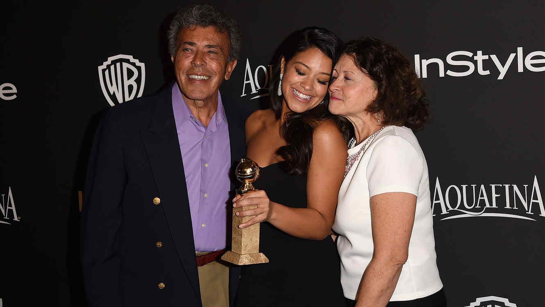 Gina Rodriguez y sus padres.