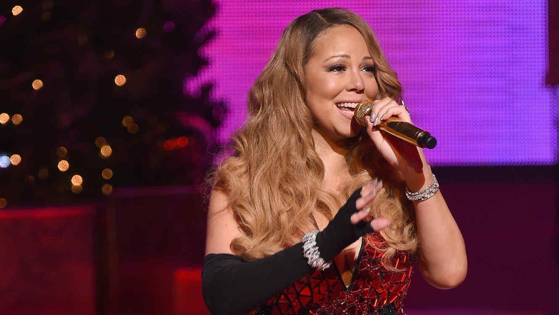 Mariah Carey presentó sus éxitos navidenños en el Beacon Theatre.