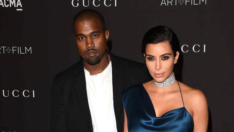 Kanye West y  Kim Kardashian en la LACMA Art + Film Gala 2014 en honor a Barbara Kruger y Quentin Tarantino.