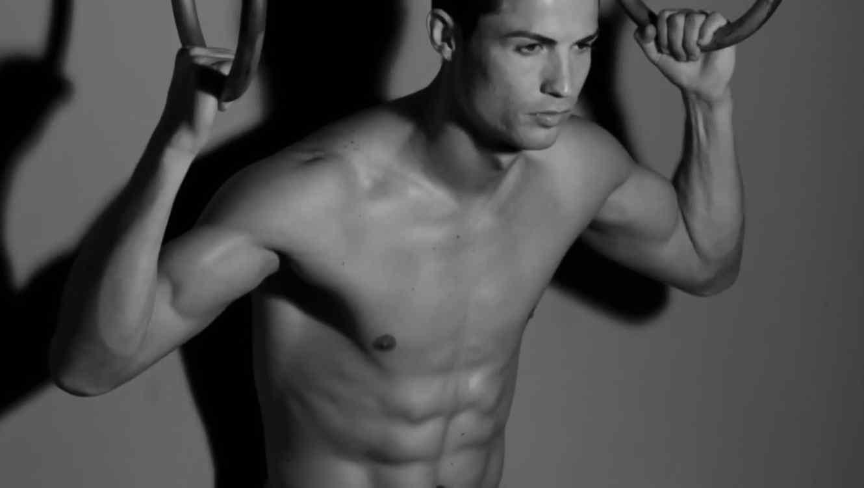 cristiano ronaldo modela en ropa interior.jpg