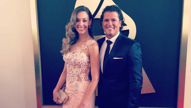 Carlos Vives junto a Claudia Elena en los Grammy 2015