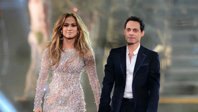 Jennifer Lopez y Marc Anthony cogidos de la mano