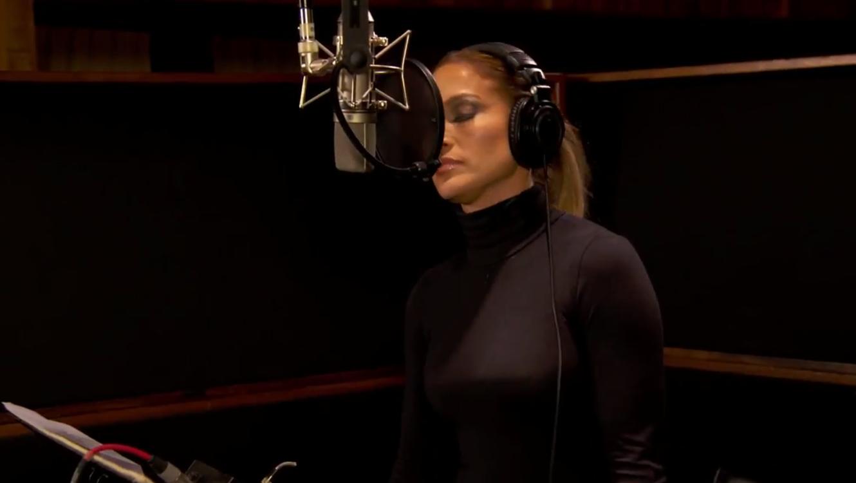 "Jennifer Lopez cantando en la película ""Home"""