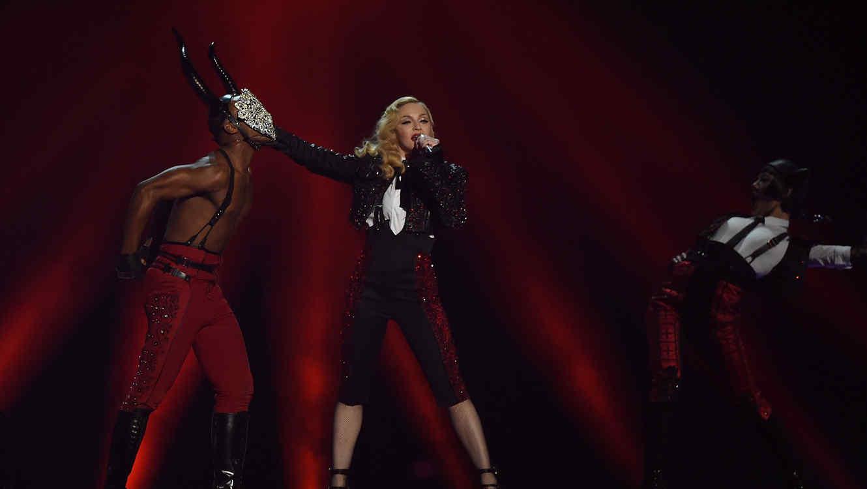 Madonna cantando en los Brit Awards 2015