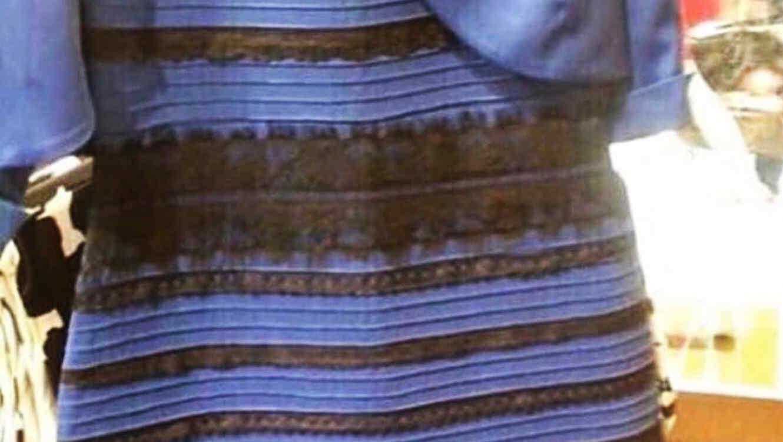 Vestido de dos colores que se volvió viral en redes sociales