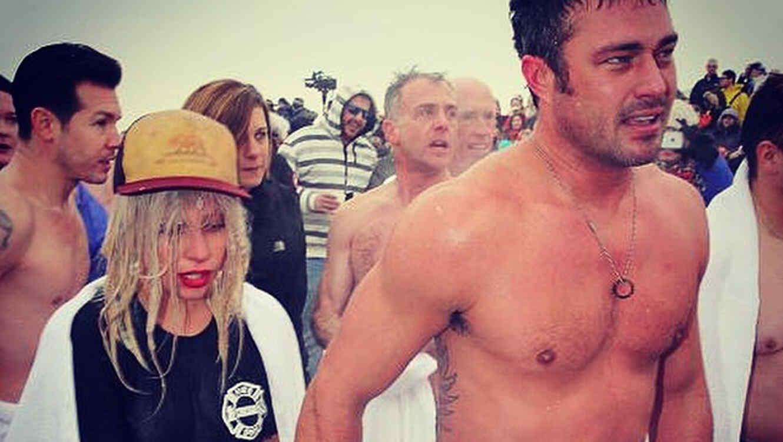 Lady Gaga y su prometido Taylor Kinney en el lago Michigan en Chicago