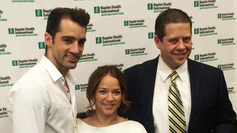 Adamari López junto a su doctor y Toni Costa