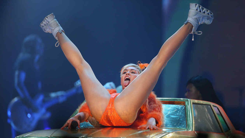 Miley Cyrus durante su concierto en Melbourne en el 2014
