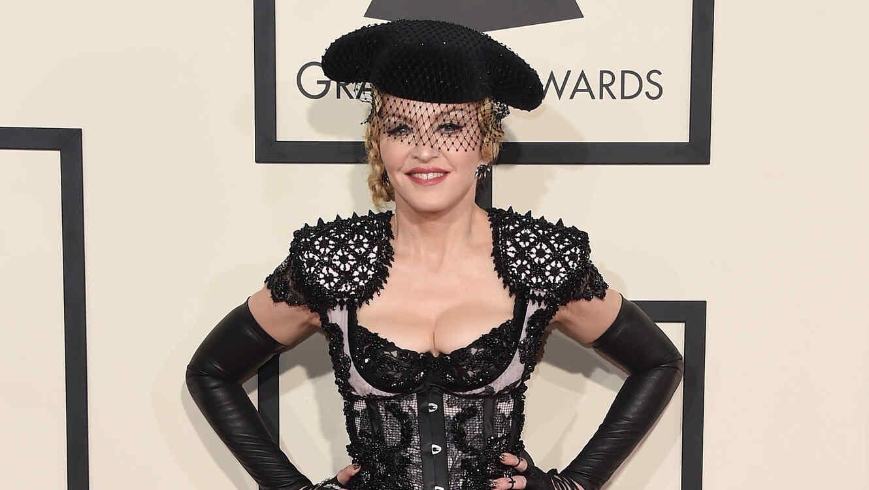 Madonna en la alfombra roja de Premios Grammy 2015