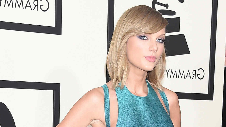 Taylor Swift en la alfombra de Grammy 2015