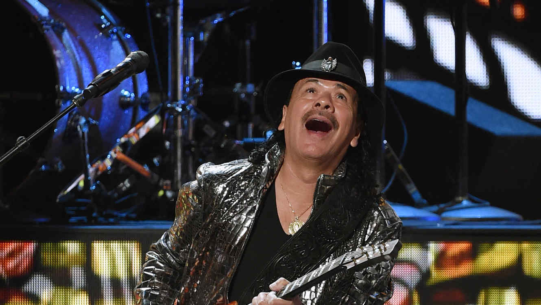Carlos Santana en los premios Latin Grammy 2014