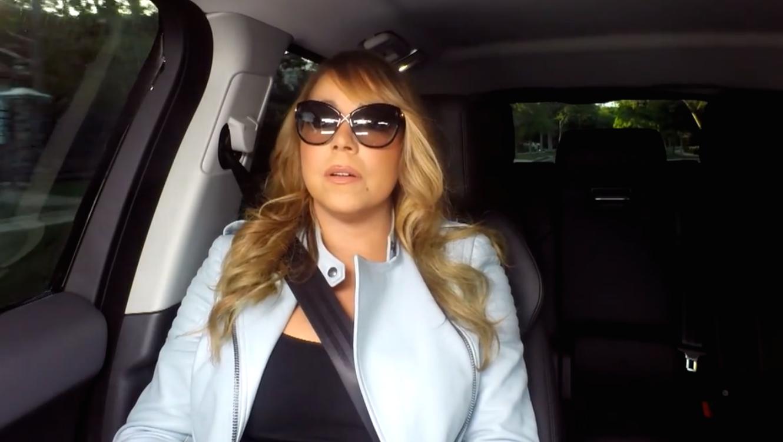 Mariah Carey en el carro cantando