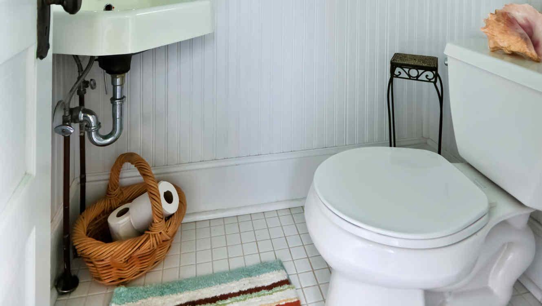 Baño De Lujo Pequeno: baño pequeño con creatividad para que luzca más amplio