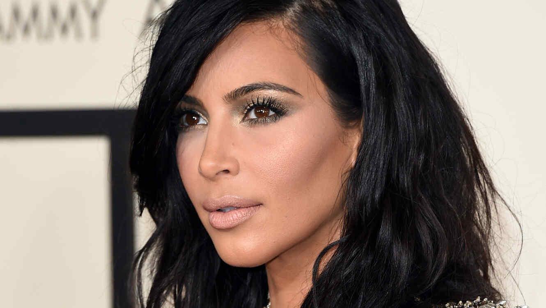 Maquillaje de Kim Kardashian en los Grammys 2015