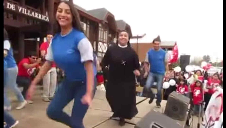 Monja baila reggaetón