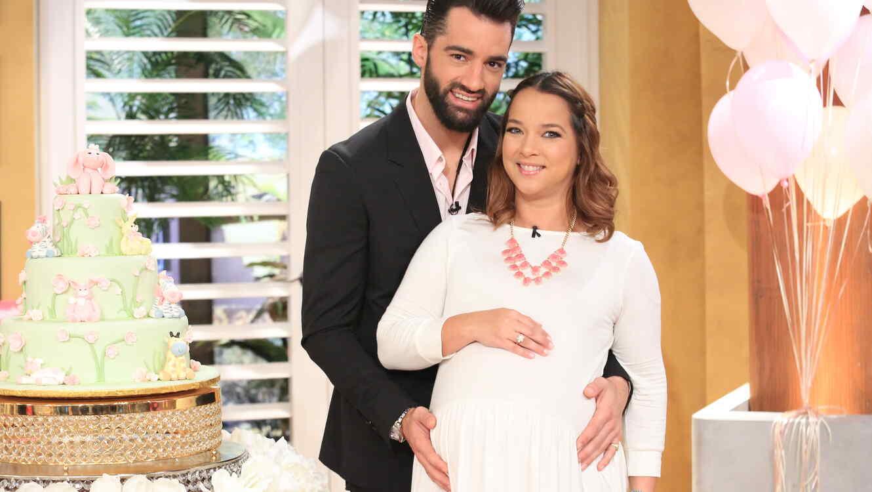 Adamari López embarazada junto a Toni Costa