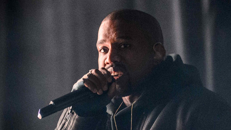 Kanye West en su presentación en Roc city classic