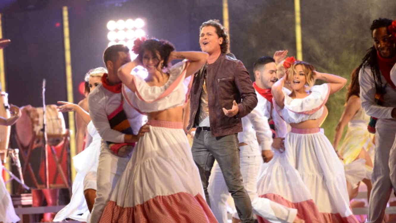 Carlos Vives cantando en los Latin Grammy 2011