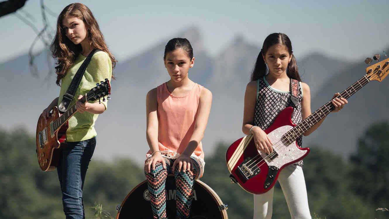 Banda The Warning integrado por Daniela, Paulina y Alejandra, hermanas mexicanas.