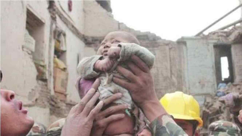 Bebe rescatado del Nepal