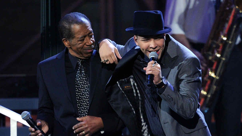 Los cantantes Ben E. King y Prince Royce en los Latin GRAMMY 2010