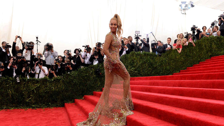 Beyoncé en la alfombra roja de la Met Gala 2015