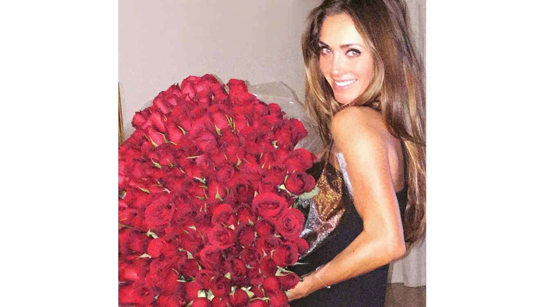 Anahí con sus rosas de cumpleaños