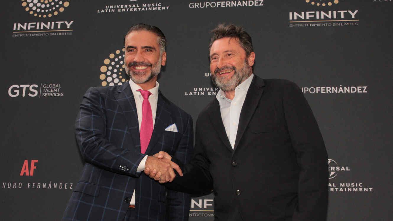 Alejandro Fernández y Jesus Lopez en la conferencia de prensa de Universal Music Group.