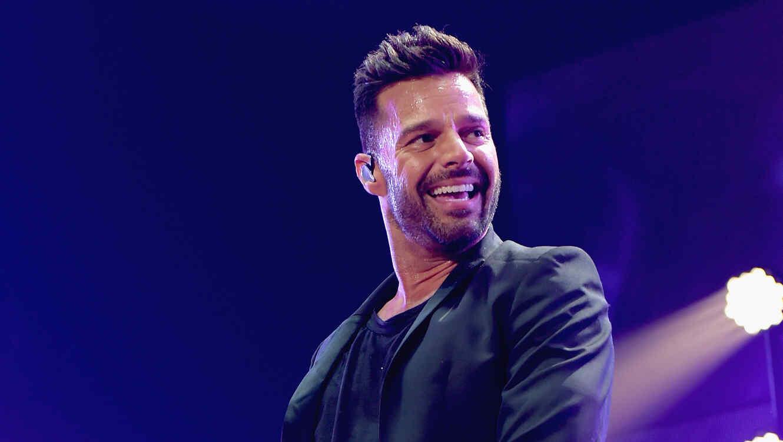 Ricky Martin riendo durante su presentación en California
