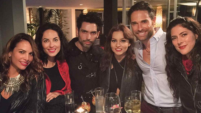 Angelique Boyer, Sebastián Rulli, Bárbara Mori, Fabiola Campomanes y amigos