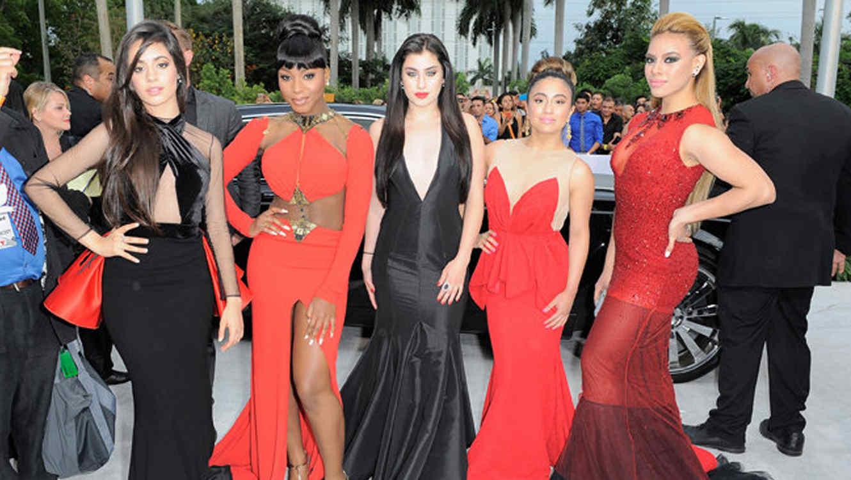 Fifth Harmony en la alfombra de Premios Billboard