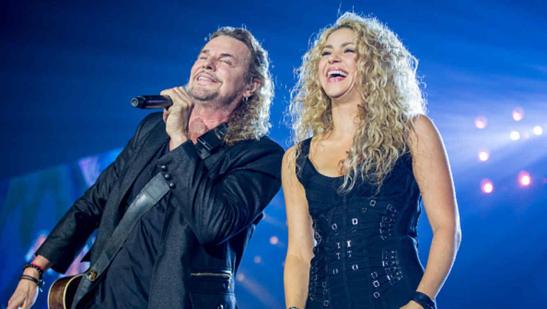 Shakria y Fernando Olvera cantando en concierto en Barcelona
