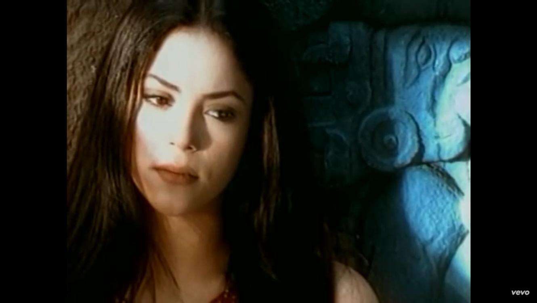 Shakira en su video musical 'Dónde Estás Corazón'