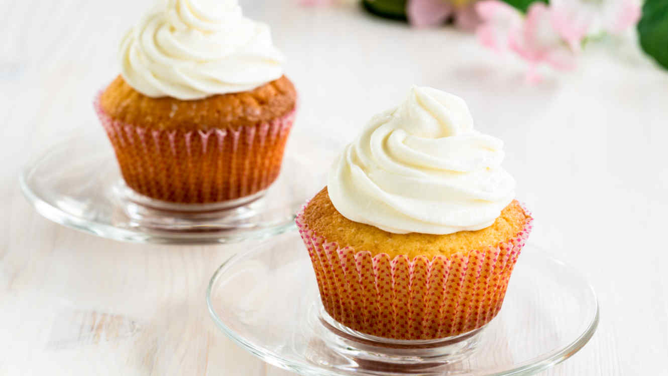 Cupcakes con frosting blanco