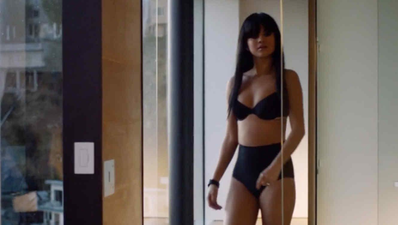 """Selena Gomez en ropa interior en el video de """"Hands to Myself"""""""