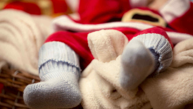 Un bebé vestido de Santa Claus