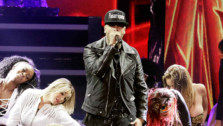 Nicky Jam en los Premios Billboard Latin 2015