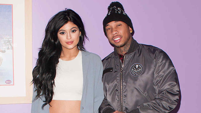 Kylie Jenner y Tyga en el hospital de niños en Los Angeles.