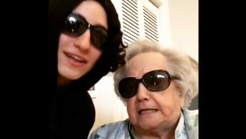 Mamá de Gloria Estefan rapeando