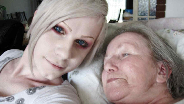 Luxeria Celes se convirtió en mujer tras la muerte de su madre