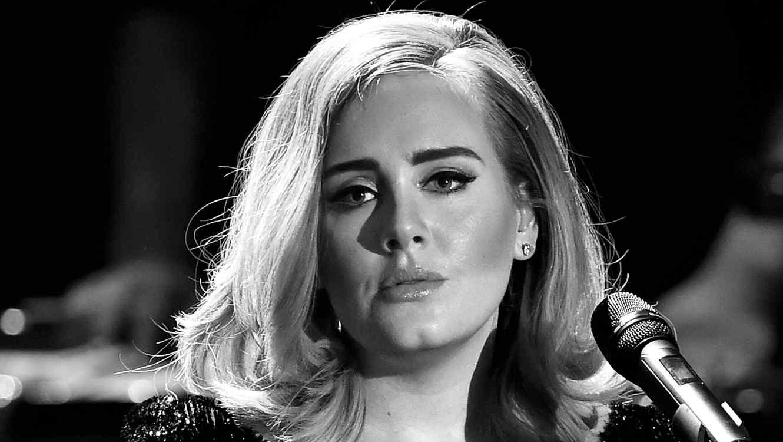 Adele durante un evento musical en 2015
