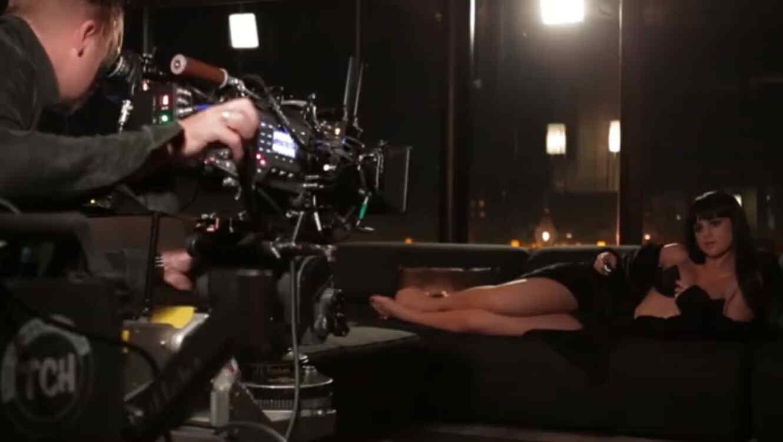 """Selena Gomez en el detrás de cámaras del video """"Hands to Myself"""""""