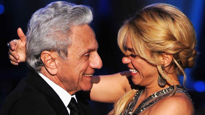 Shakira y el papá durante el Person of the Year 2011