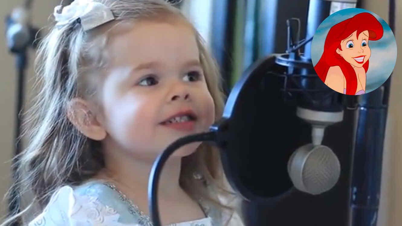 Chica de tres añitos cantando