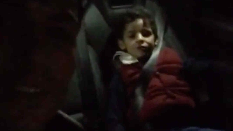 Cristian Ronaldo junto a su hijo en el auto