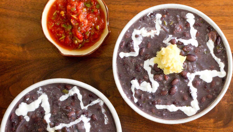 Sopa de Frijoles Negros Rápida