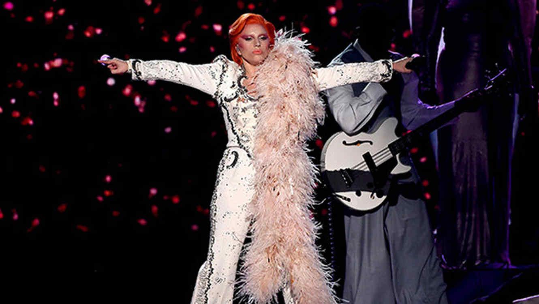 Lady Gaga durante su presentación en Grammys 2016