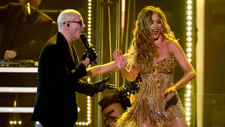 Pitbull y Sofía Vergara en los Premios Grammy 2016