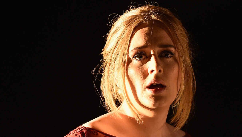 Adele en su presentación de los Grammy 2016