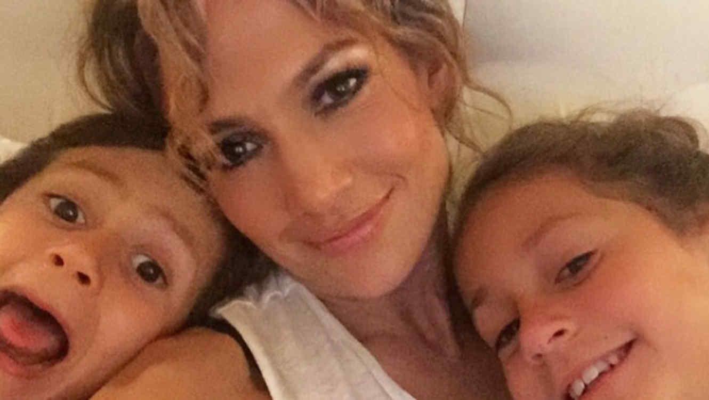 Jennifer Lopez junto a sus mellizos
